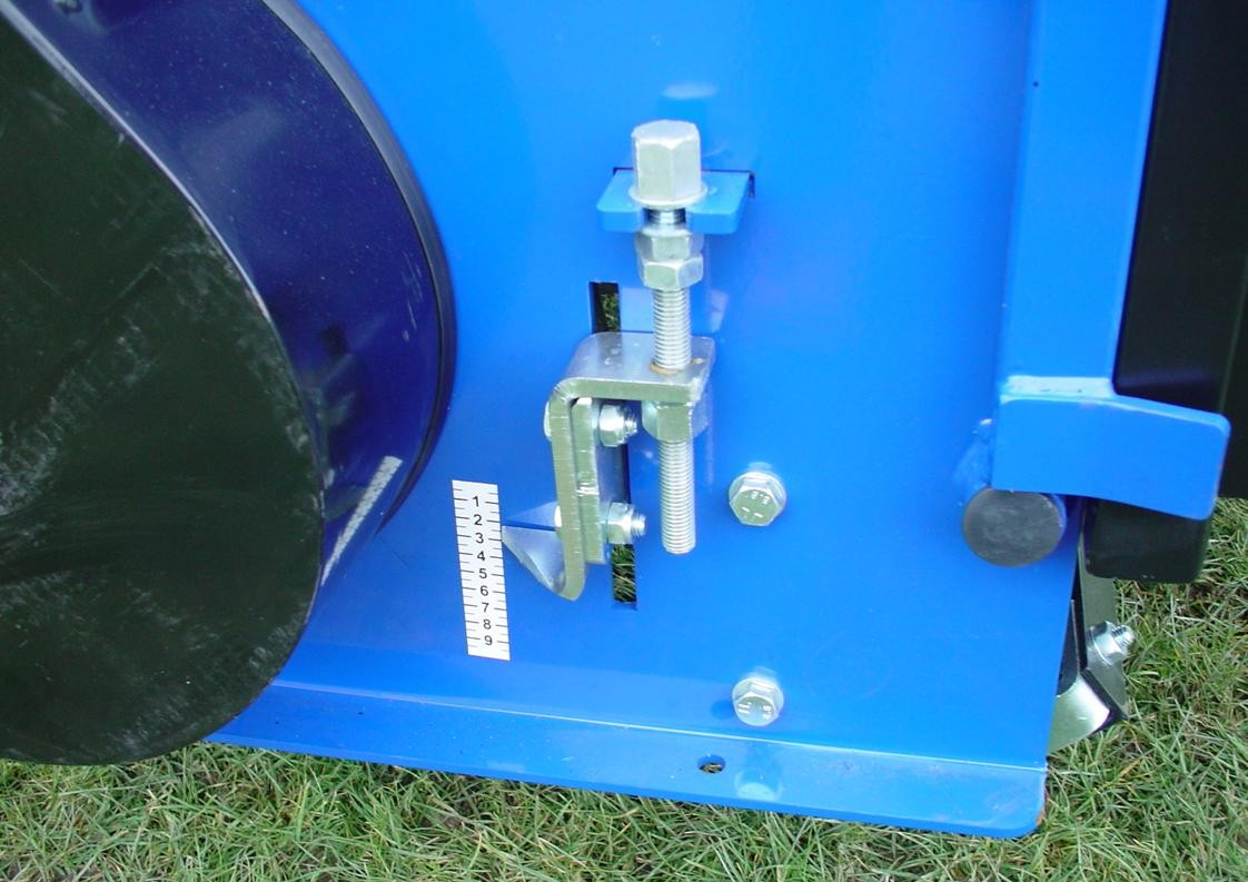 Ryetec Professional flail scarifier collector roller height adjustment