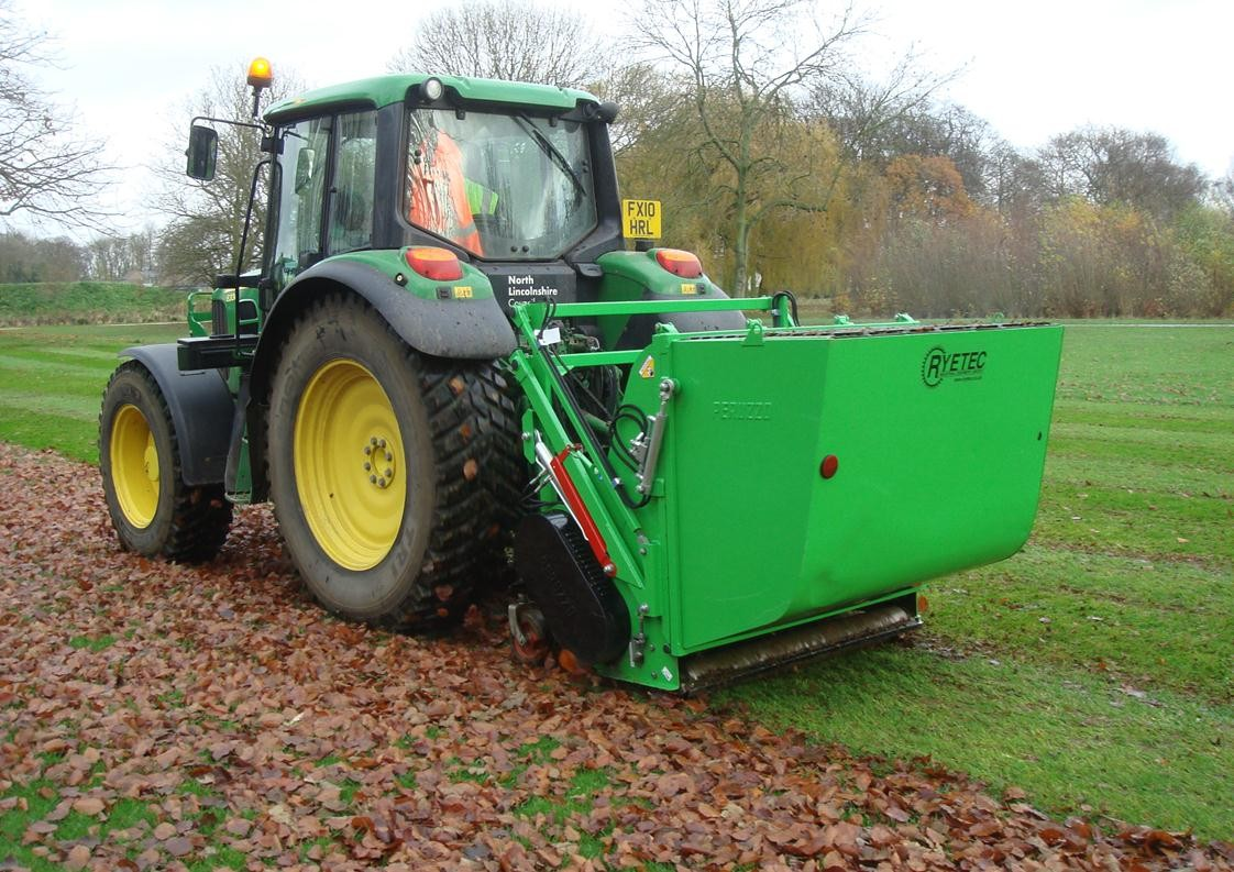Ryetec P1600CHE flail collecting leaves
