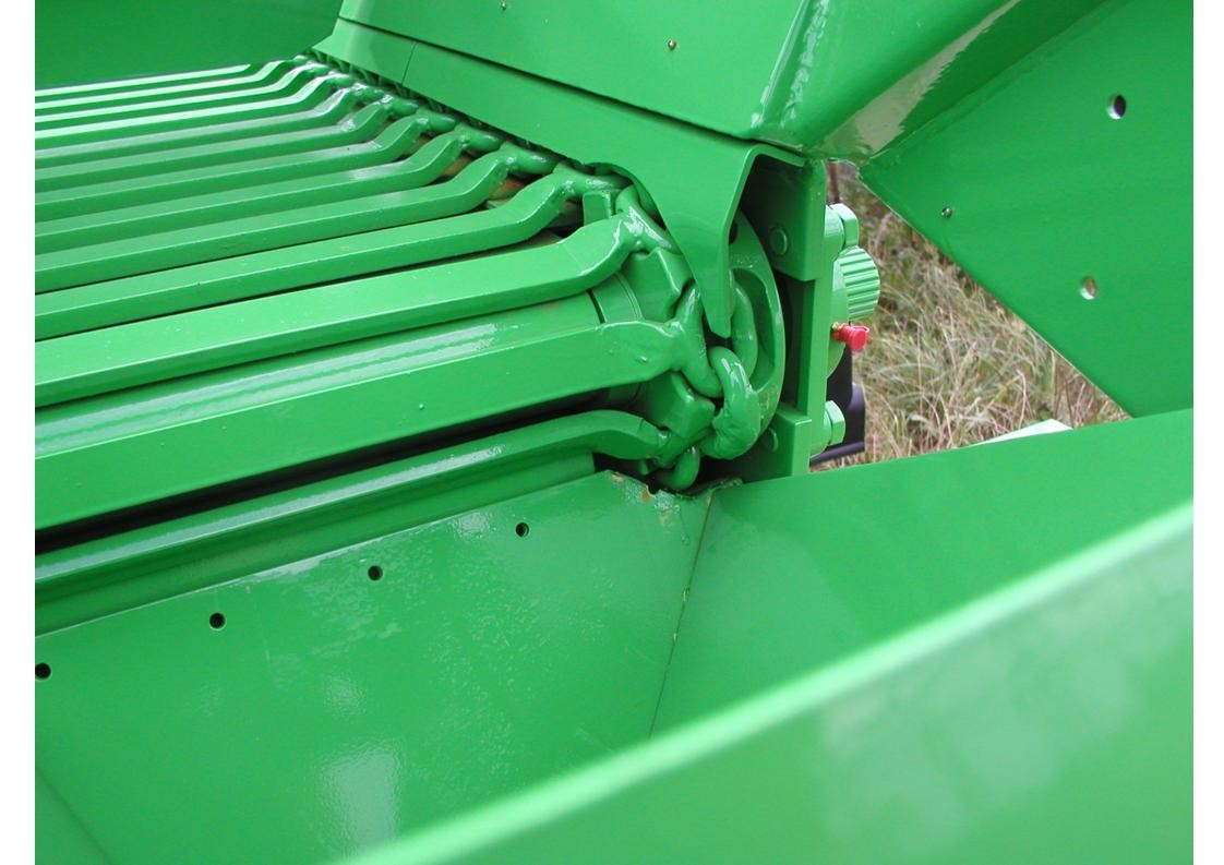 Ryetec Gustrower lime fertiliser spreader chain and slat high accuracy conveyor system