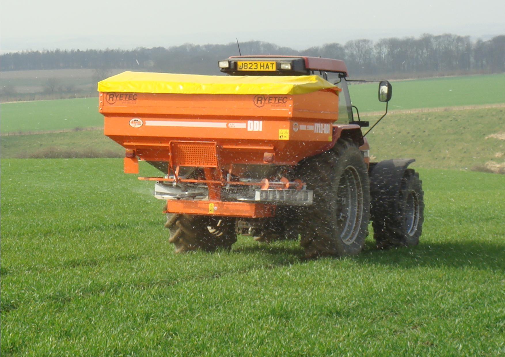 Ryetec Agrex DDI 3 ton weigh cell fertiliser spreader