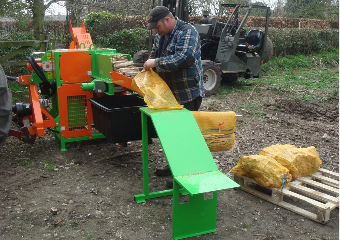 Cleaning and netting kindling with the Ryetec KLG250