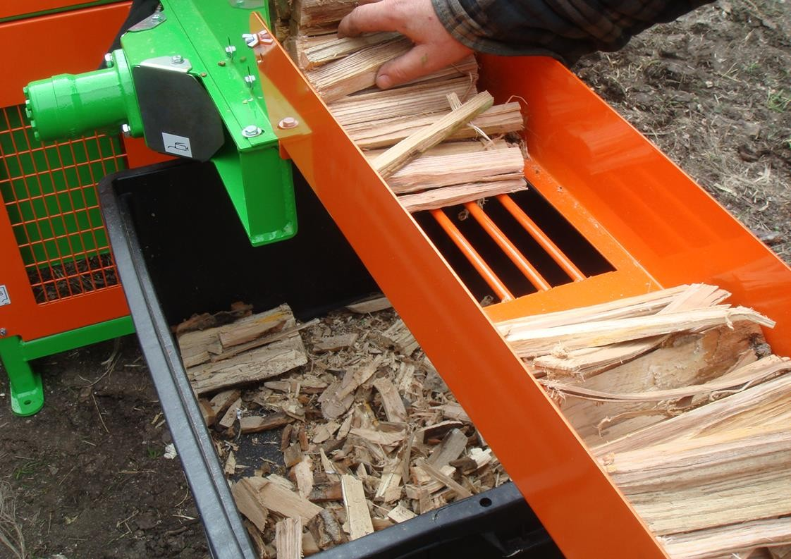 Kindling cleaning grate and waste boxing on KLG kindling machine