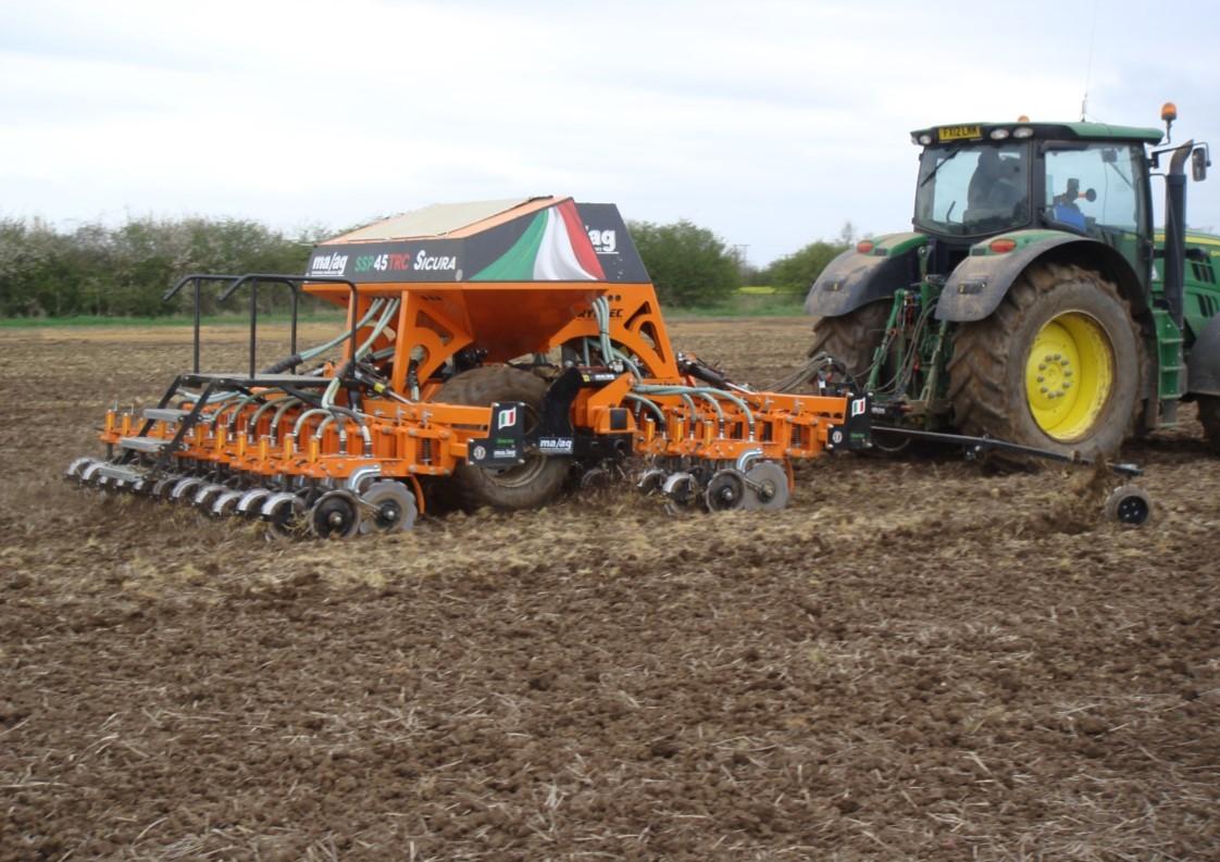 MAAG Direct no till grain drill 4 metre drilling planet spring barley 26.4.16